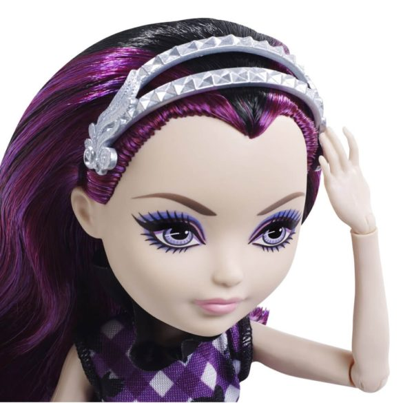 Ever After High Zi de Picnic Papusa Raven Queen 3