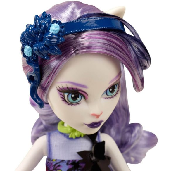 Monster High Colectia Gloom and Bloom Papusa Catrine DeMew 3