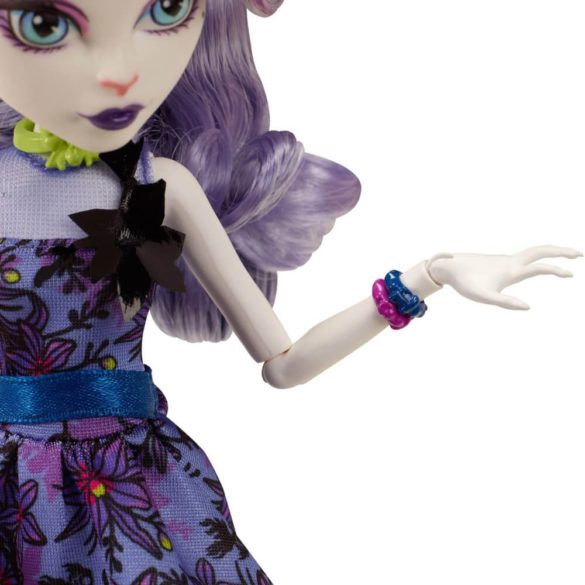 Monster High Colectia Gloom and Bloom Papusa Catrine DeMew 4