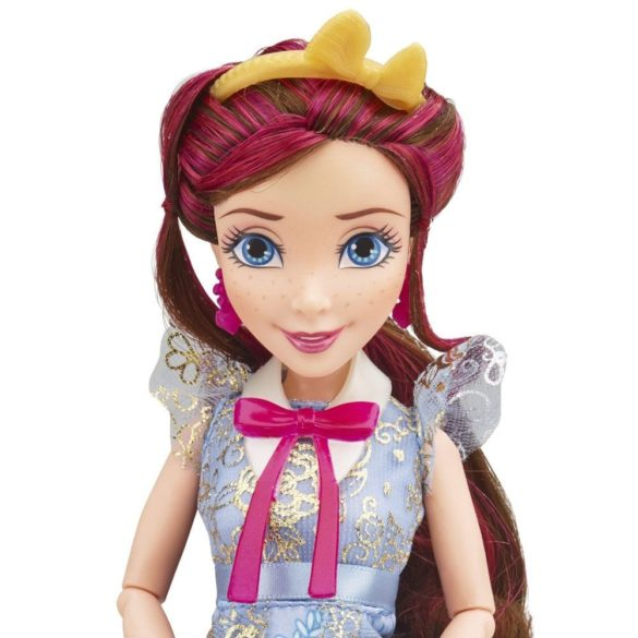 Papusa Disney Descendants Jane in Tinuta de Incoronare 3