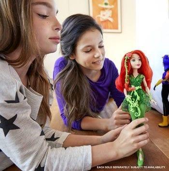 Papusa Poison Ivy DC Super Hero Girls