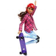 Papusa Barbie Made to Move Skateboarding