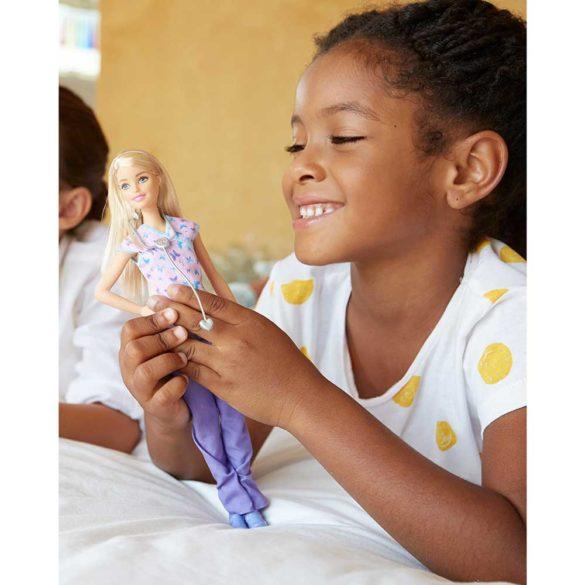 Papusa Barbie Asistenta Medicala 3