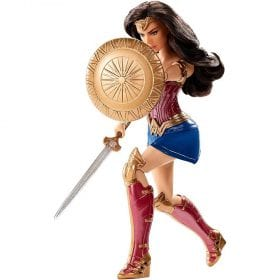 Papusa Wonder Woman cu Scut si Sabie