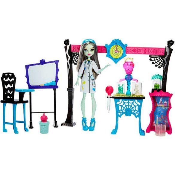 Monster High Laboratorul de Stiinta si papusa Frankie Stein 1