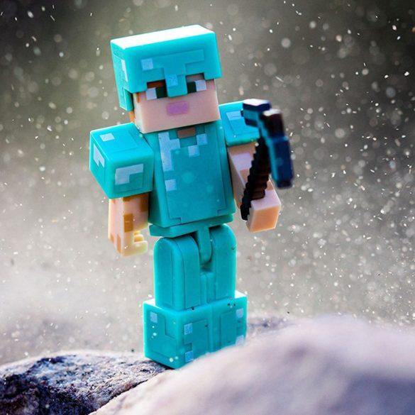 Figurina Minecraft Seria 3 Alex In Diamond Armour 2
