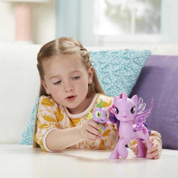 My Little Pony Poneiul Twilight Sparkle si Dragonul Spike 2