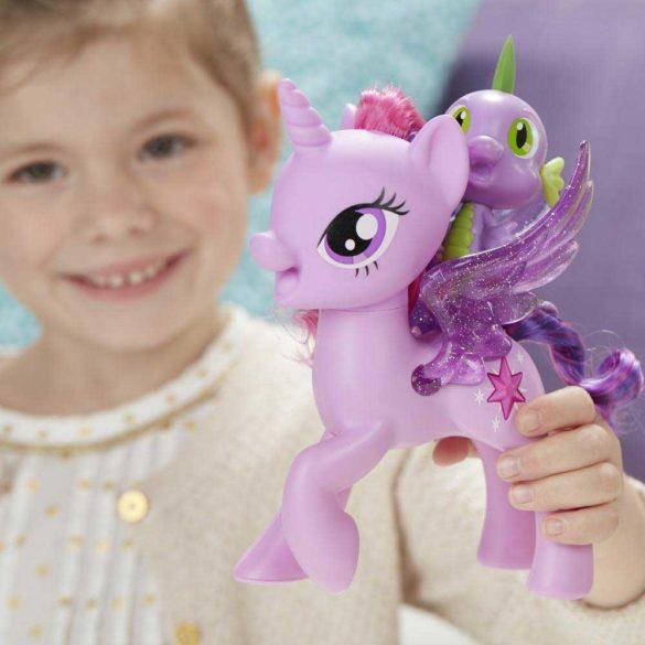 My Little Pony Poneiul Twilight Sparkle si Dragonul Spike 3