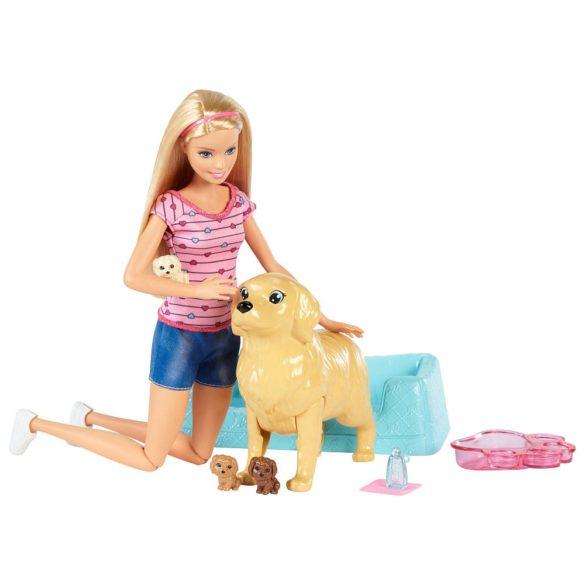Papusa Barbie si Setul de Joaca Catelusi Nou Nascuti 1