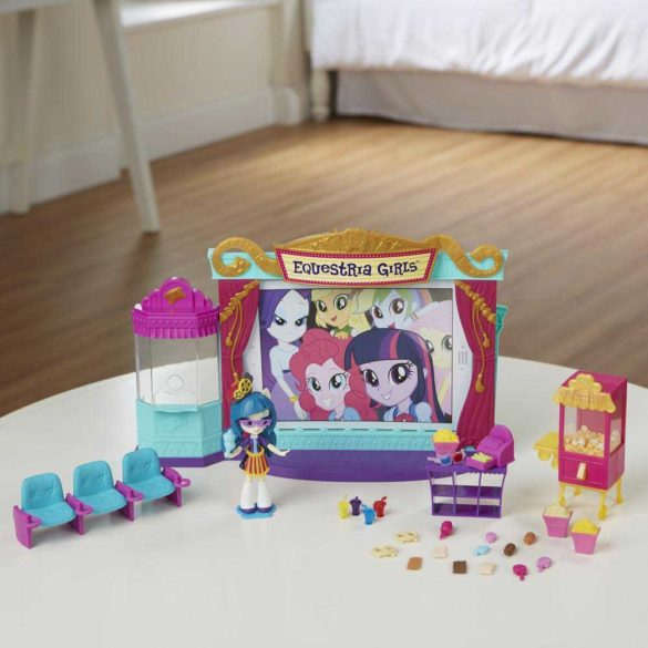 My Little Pony Sala de Cinema si Papusa Juniper Montage 3