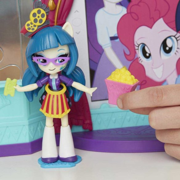 My Little Pony Sala de Cinema si Papusa Juniper Montage 4