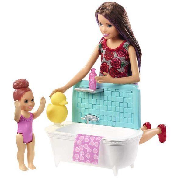 Barbie Skipper Babysitters Papusa si Setul de Joaca la Baie 1