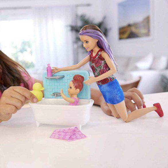 Barbie Skipper Babysitters Papusa si Setul de Joaca la Baie 6