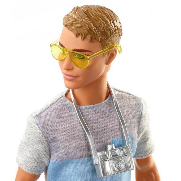 Barbie in Calatorie Papusa Ken cu 5 Accesorii 2