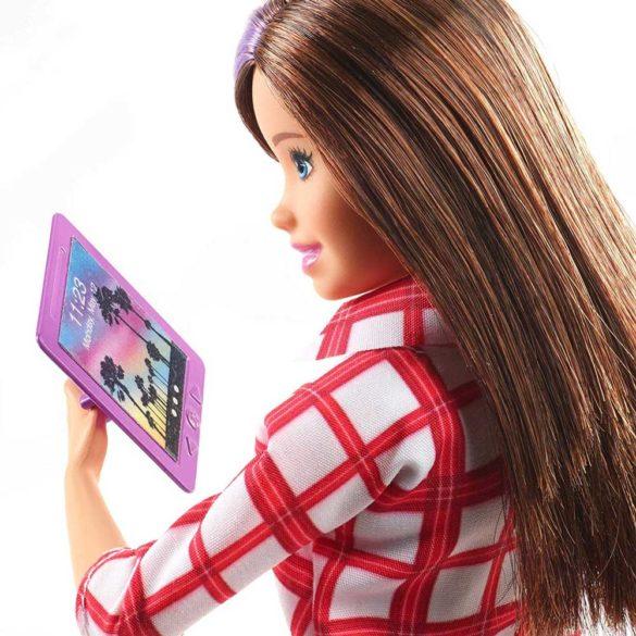 Barbie in Calatorie Papusa Skipper cu 4 Accesorii 4