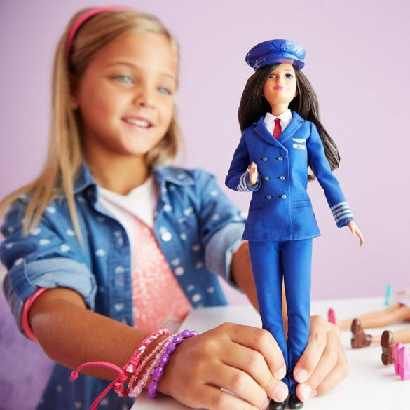 Papusa Barbie Career cu uniforma de Pilot FJB10 7