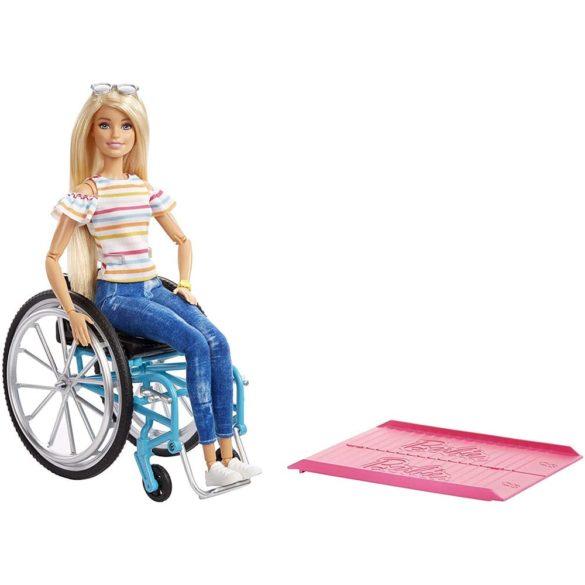 Papusa Barbie Fashionistas #132 cu Scaun cu Rotile
