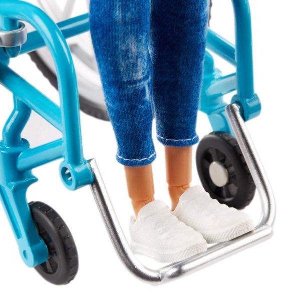 Papusa Barbie Fashionistas 132 cu Scaun cu Rotile 4