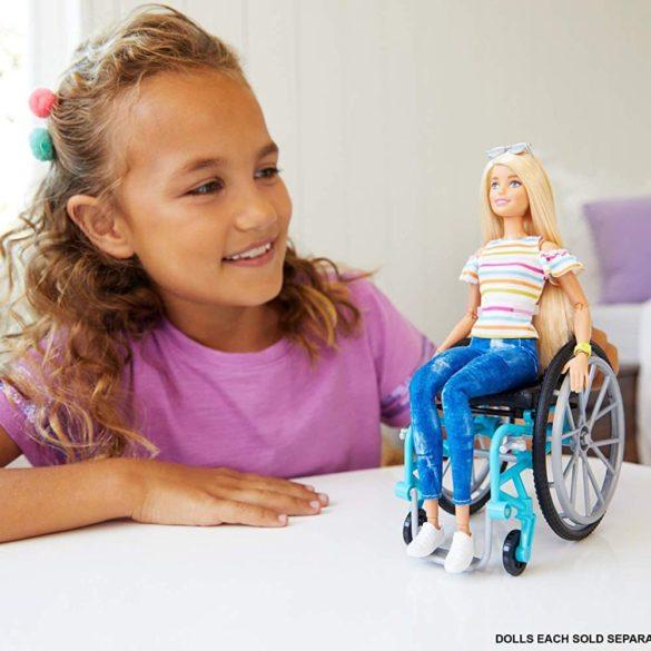Papusa Barbie Fashionistas 132 cu Scaun cu Rotile 6