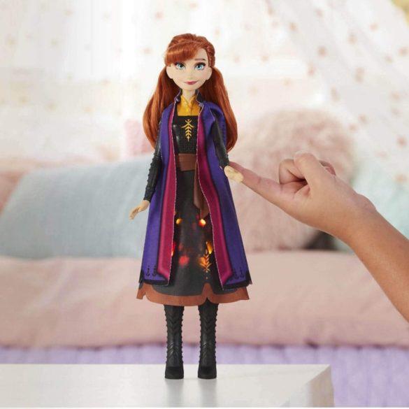 Disney Frozen II Papusa Anna cu Rochie ce se Aprinde 2