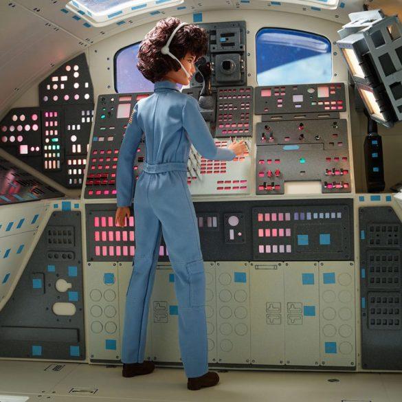 Papusa de Colectie Barbie Inspiring Women Sally Ride 2