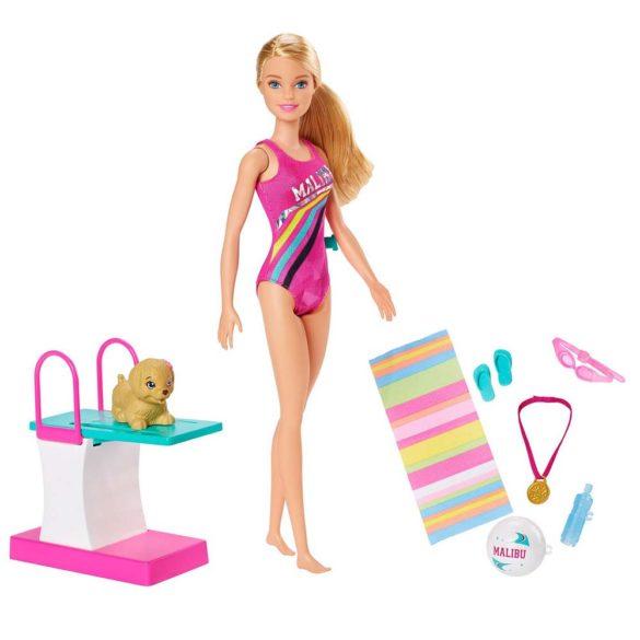 Papusa Barbie Inotatoare cu Rampa de Sarituri