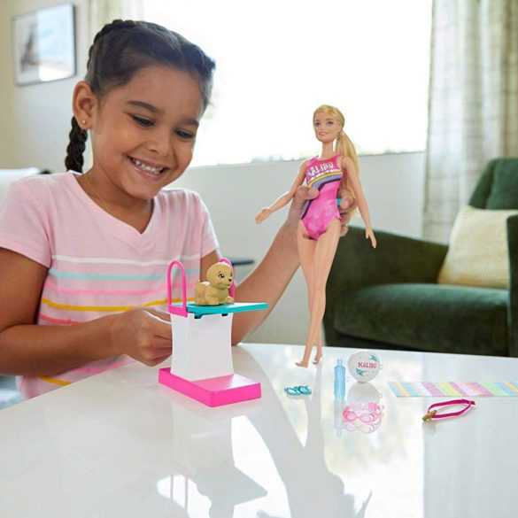 Papusa Barbie Inotatoare cu Rampa de Sarituri 6