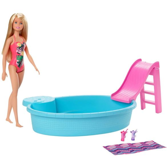 Papusa Barbie si Piscina