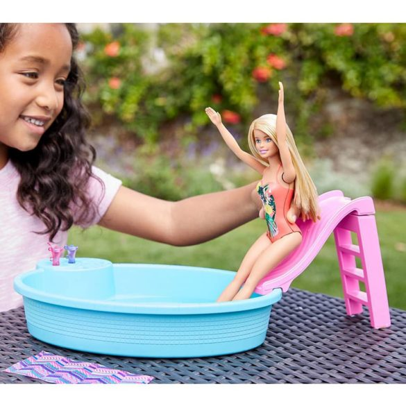 Papusa Barbie si Piscina 2