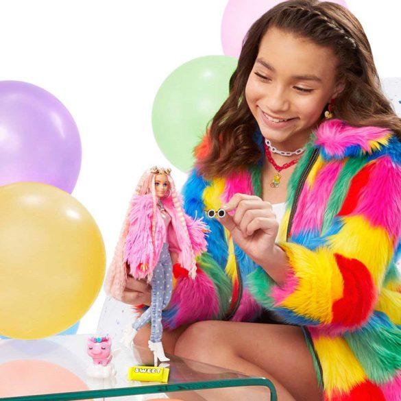 Papusa Barbie Extra 3 Pink Coat cu Unicorn 2