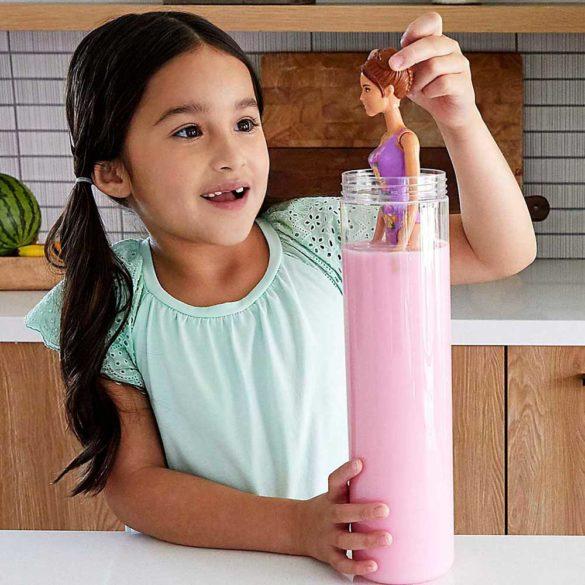 Papusa Barbie Color Reveal La Plaja cu 7 Surprize 2